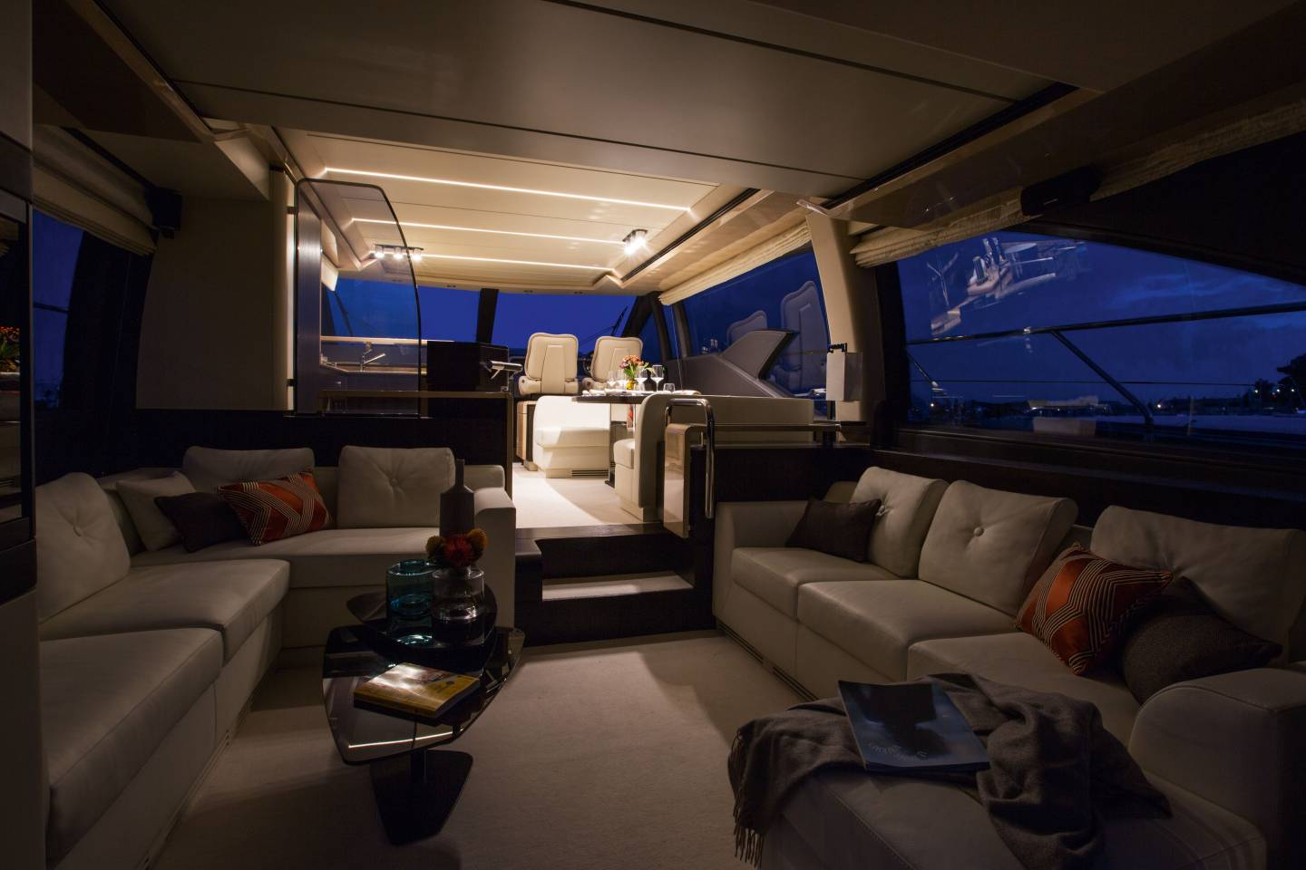 Azimut 66 flybridge evermarine yachts panama for Ambiance salon